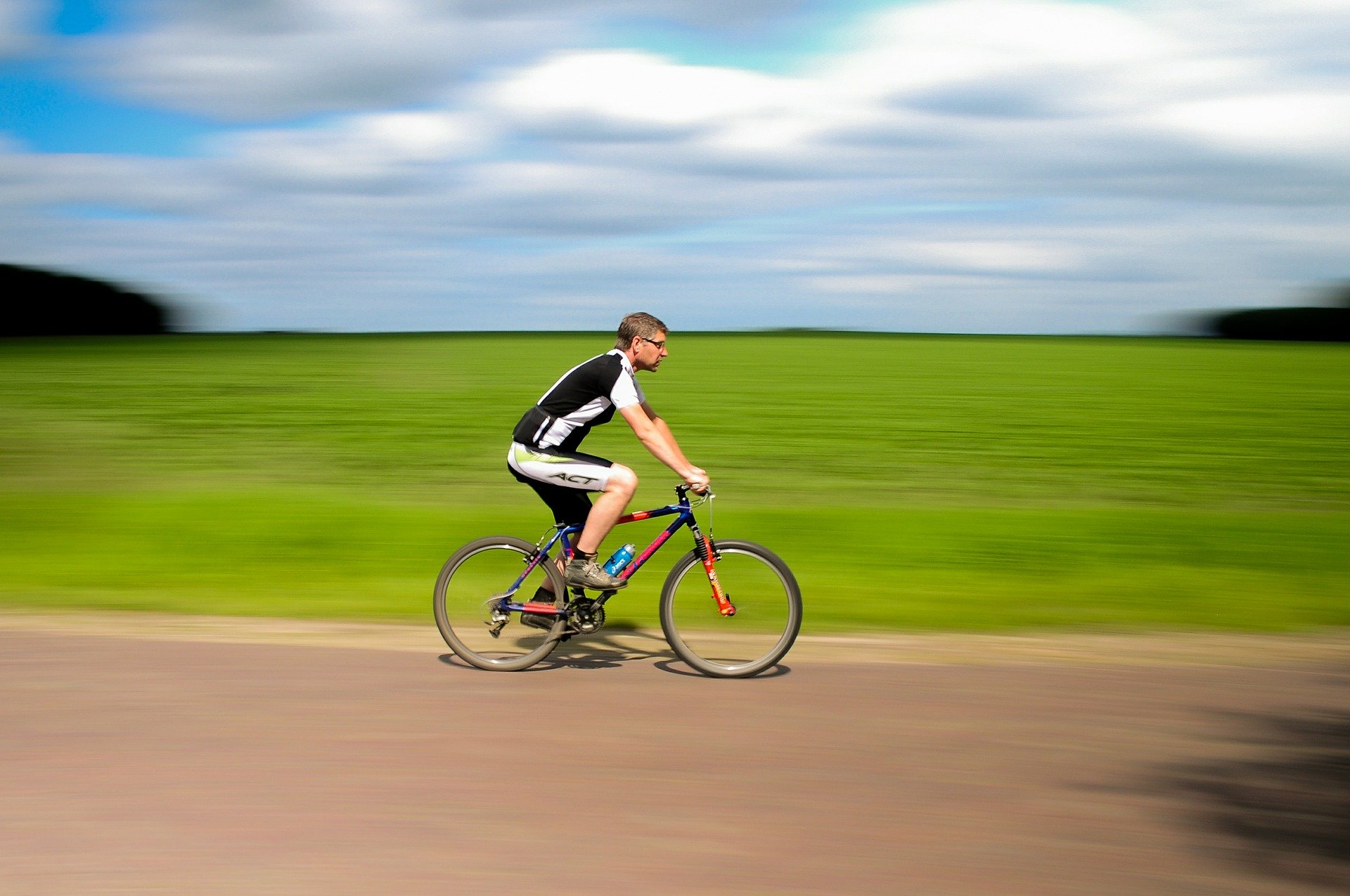 Cyklende mand