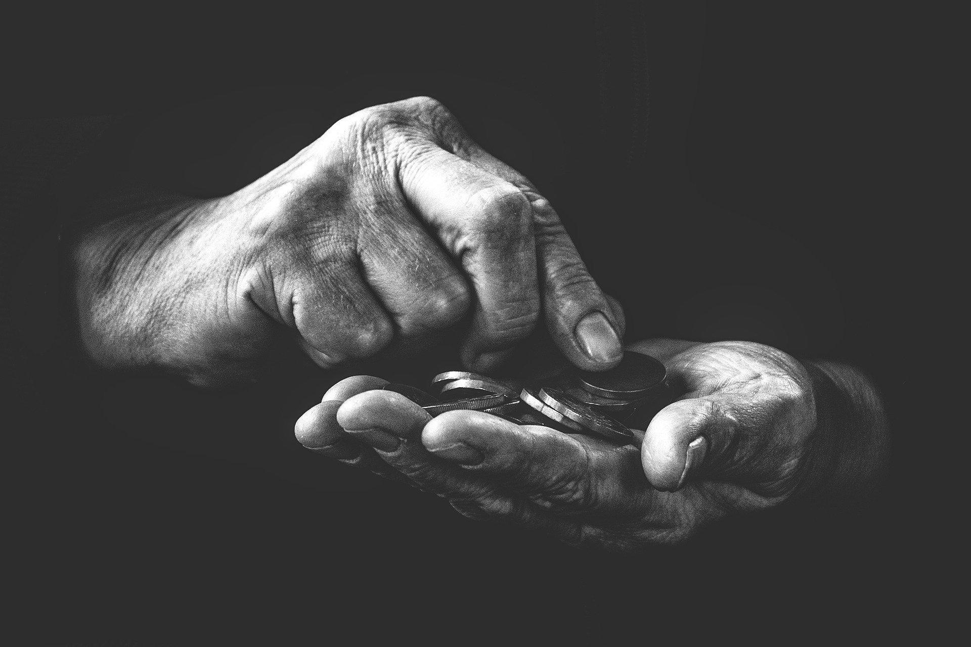 Penge mellem hænderne