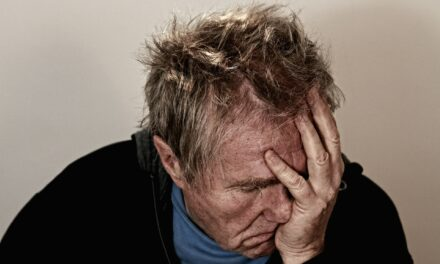 Du får mindre ondt med ordentlig søvn – mørklæg dit soveværelse med gardiner